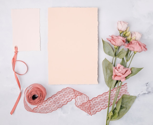 Top view lovely arrangement with wedding invitations and flowers Free Photo
