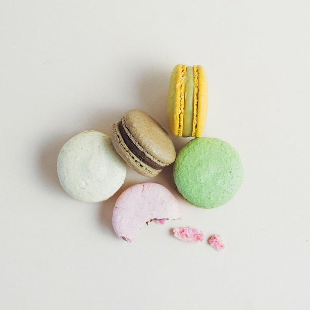 Top view macaron group Free Photo