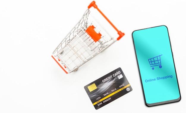 トップビューモバイルスマートフォンとクレジットカード Premium写真