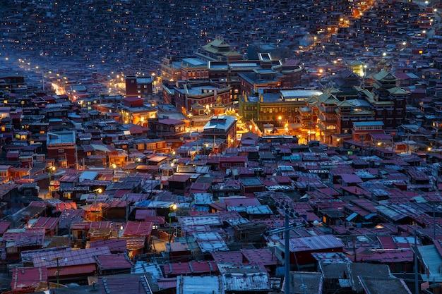 Top view monastery at larung gar (buddhist academy) in twilight time, sichuan, china Premium Photo