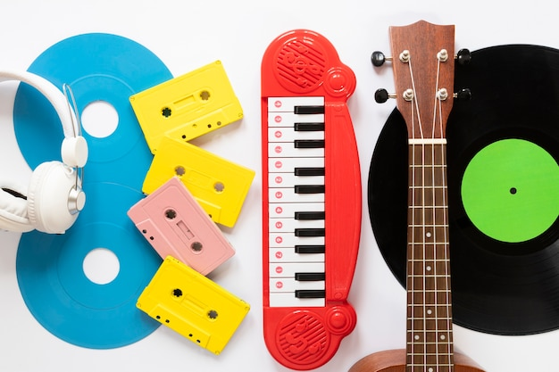 Top view musical instruments with white background Free Photo