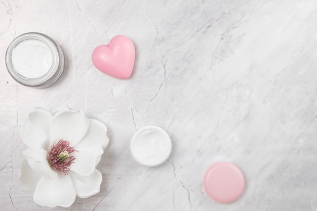 Top view of natural body cream on marble background Free Photo