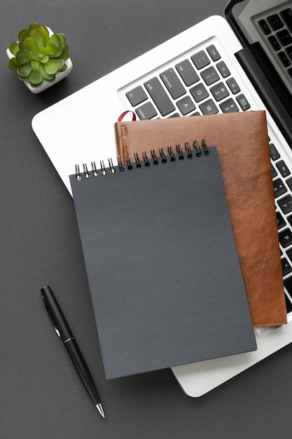 Top view notepads on laptop arrangement Free Photo