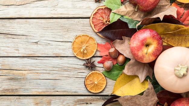 乾燥した柑橘類とスカッシュとリンゴの上面図 無料写真