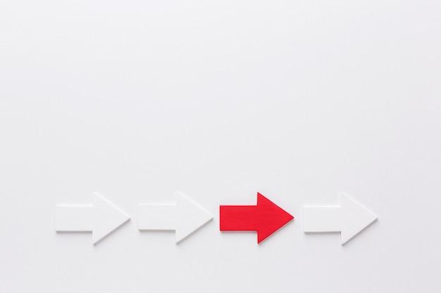 Вид сверху стрелок, указывающих вправо с копией пространства Бесплатные Фотографии