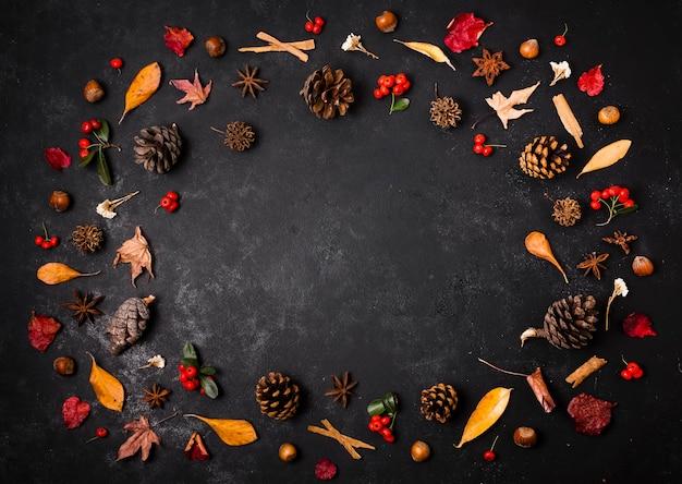 コピースペースを持つ秋の要素のトップビュー 無料写真