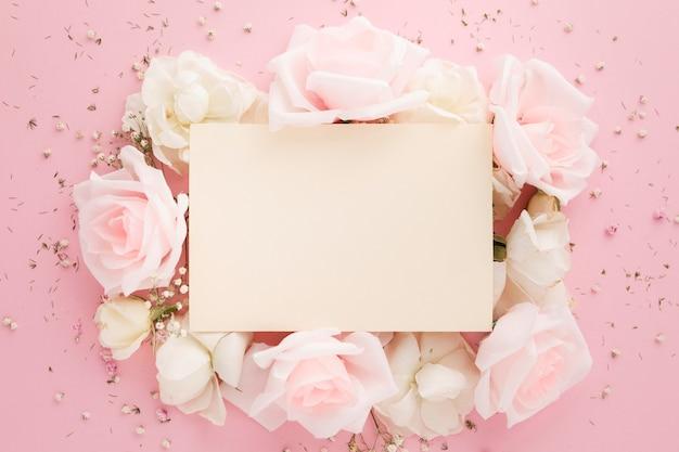 Вид сверху красивых роз с копией пространства Бесплатные Фотографии