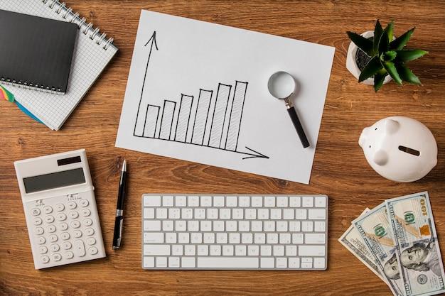 虫眼鏡でビジネスアイテムと成長チャートの上面図 Premium写真