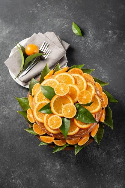Вид сверху торта с дольками апельсина Бесплатные Фотографии