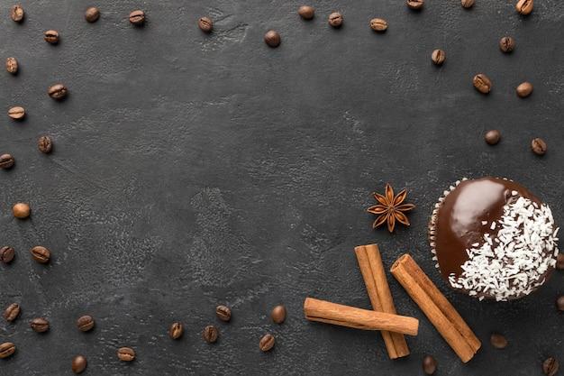 Вид сверху шоколадного десерта с копией пространства Бесплатные Фотографии