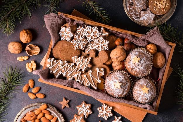 Вид сверху на выбор рождественских десертов Бесплатные Фотографии