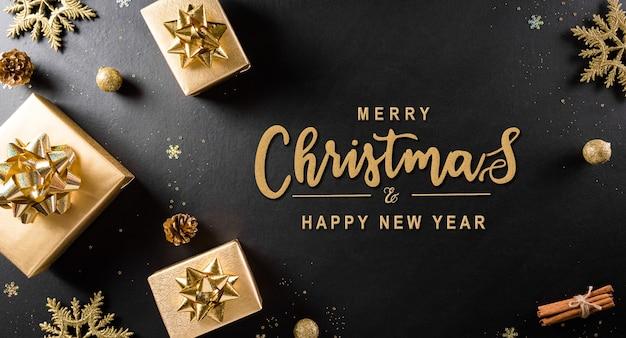 Вид сверху рождественской подарочной коробки, сосновых шишек, рождественского шара и снежинки. Premium Фотографии