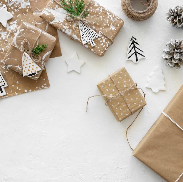 Вид сверху рождественских подарочных коробок Бесплатные Фотографии