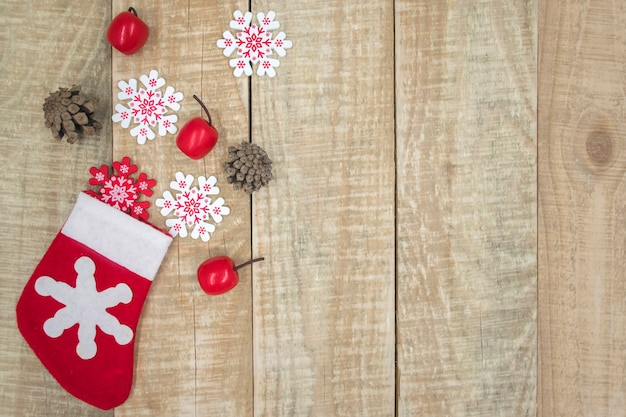 Вид сверху рождественских чулок на деревянных фоне Premium Фотографии