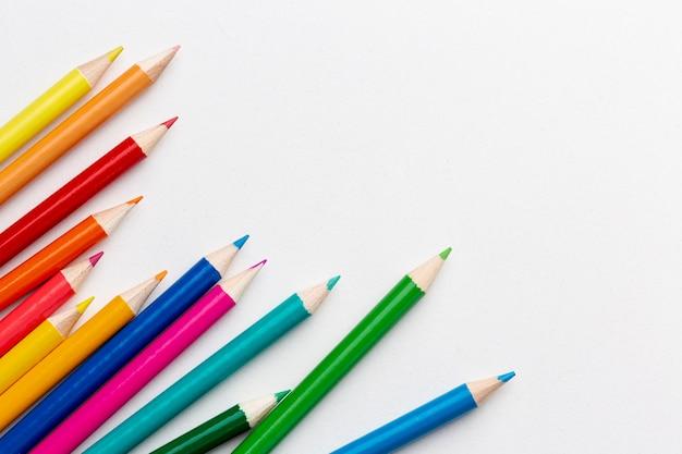 カラフルな鉛筆の平面図 無料写真