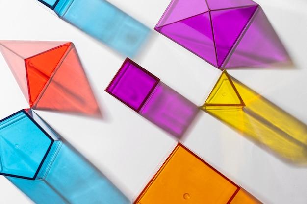 カラフルな半透明の幾何学的形状の上面図 無料写真