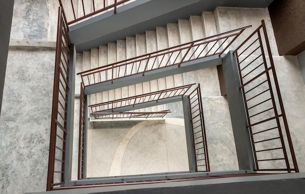 コンクリートらせん階段の上面図 Premium写真