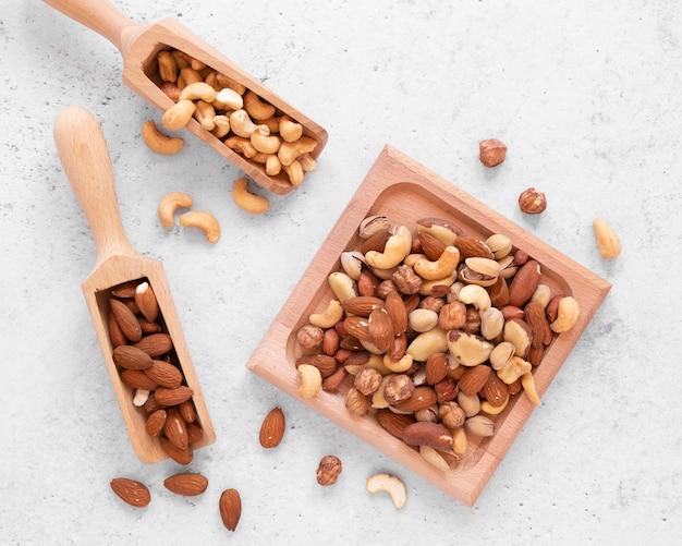 おいしいナッツの配置の上面図 Premium写真