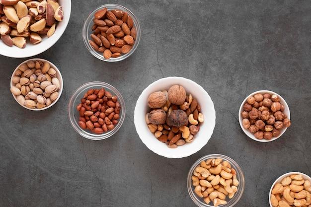 Вид сверху концепции вкусных орехов Бесплатные Фотографии