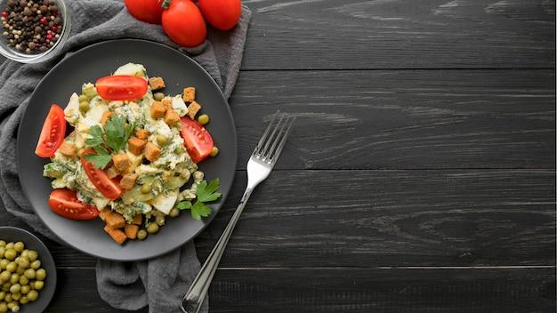 Вид сверху концепции вкусного салата Premium Фотографии