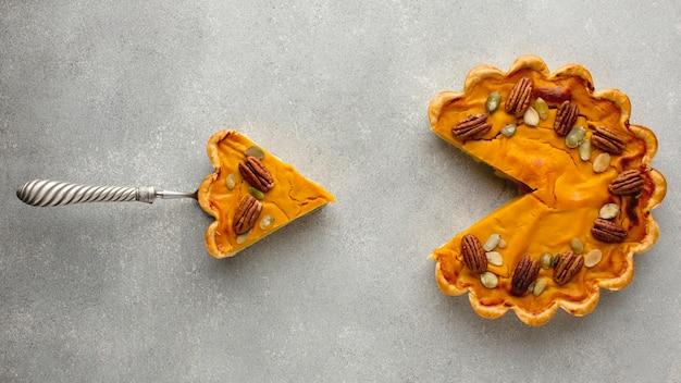 Вид сверху вкусного тыквенного пирога на день благодарения Бесплатные Фотографии