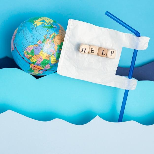 プラスチック製のストローと紙の海の波と地球のトップビュー 無料写真