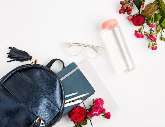 Вид сверху женского свойства в сумке. Бесплатные Фотографии