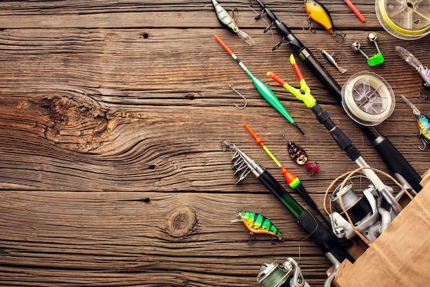 コピースペースで紙袋に釣りの必需品のトップビュー Premium写真