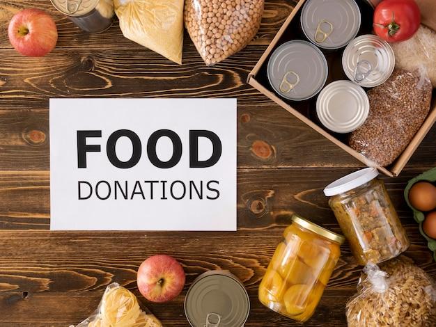 Вид сверху еды для пожертвования в коробке Бесплатные Фотографии