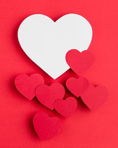Вид сверху на расположение сердечек с копией пространства Бесплатные Фотографии
