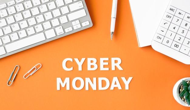 Вид сверху клавиатуры с калькулятором и заводом для кибер-понедельника Premium Фотографии