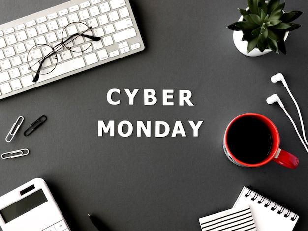 사이버 월요일에 대한 커피와 안경 키보드의 상위 뷰 무료 사진