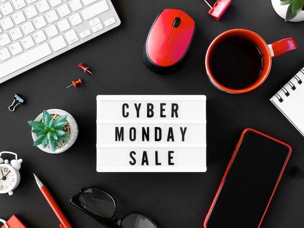 사이버 월요일에 대한 라이트 박스와 커피의 상위 뷰 무료 사진