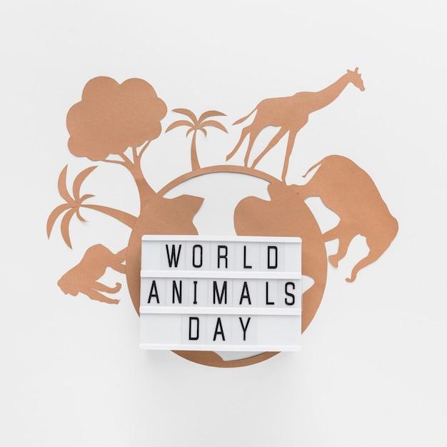 Вид сверху светового короба с бумажной планетой и животными на день животных Бесплатные Фотографии