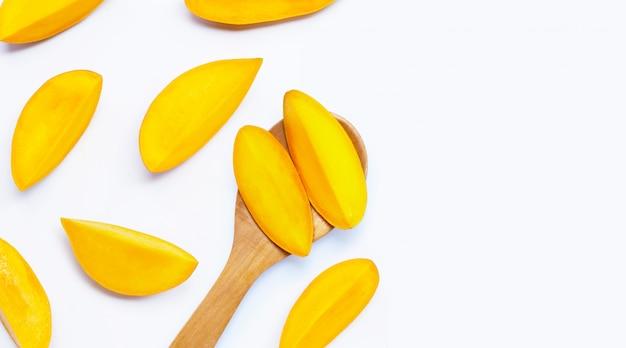 Вид сверху ломтиков манго Premium Фотографии