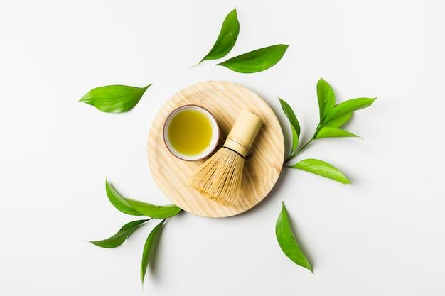 Вид сверху приготовления чая маття Premium Фотографии