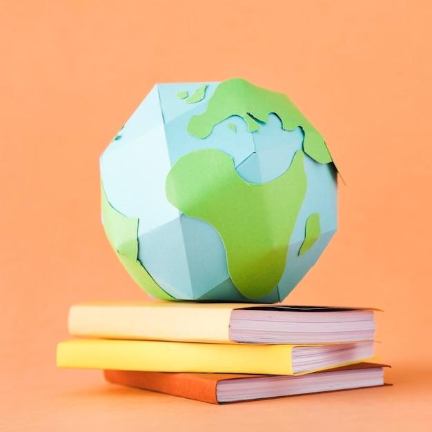 紙の地球の概念の上面図 無料写真