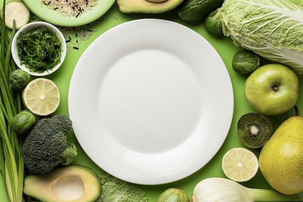 Вид сверху тарелки с зелеными овощами Бесплатные Фотографии