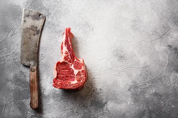 Вид сверху сырого стейка из чака с мясорубкой Premium Фотографии