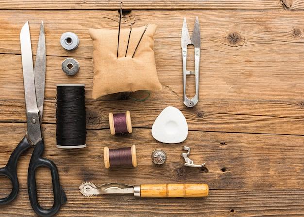 糸と針のはさみの上面図 無料写真