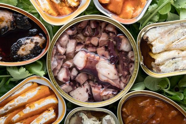 캔에있는 해산물의 상위 뷰 무료 사진