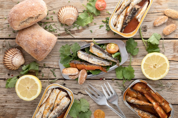레몬과 굴과 해산물의 상위 뷰 무료 사진