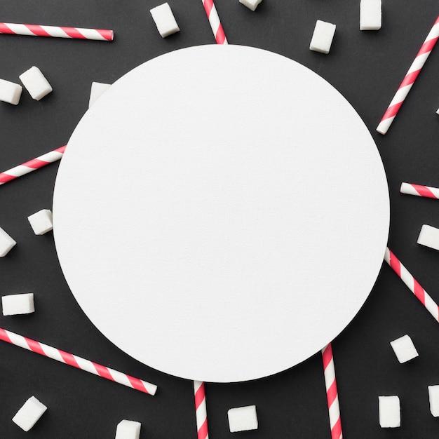 Вид сверху соломинки с кубиками сахара Бесплатные Фотографии