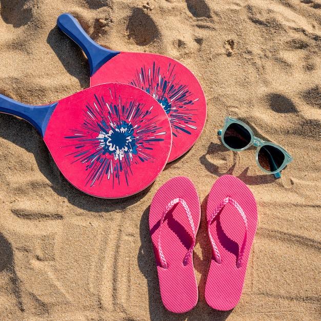 여름 해변 액세서리의 상위 뷰 무료 사진