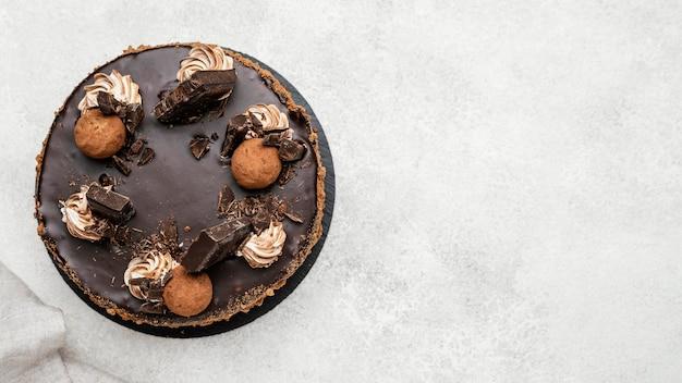 コピースペースのある甘いチョコレートケーキの上面図 無料写真