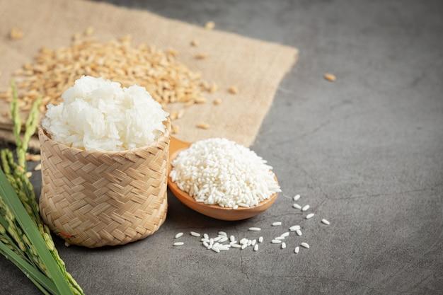 나무 바닥에 쌀 장소에서 다양한 종류의 농산물의 평면도 무료 사진