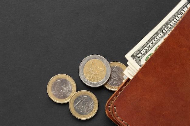 Вид сверху кошелька с валютой Бесплатные Фотографии