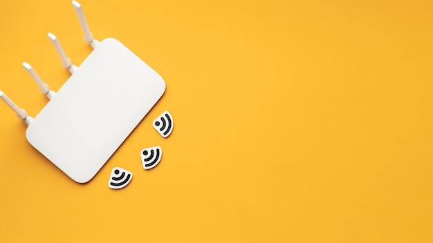Вид сверху wi-fi роутера с копией пространства Бесплатные Фотографии