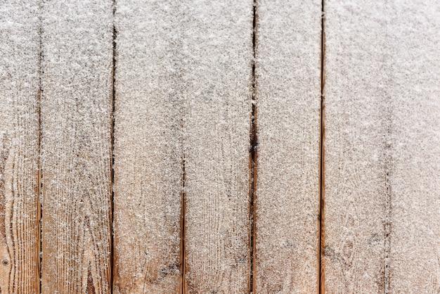 木の床と冬の雪の上面図 Premium写真
