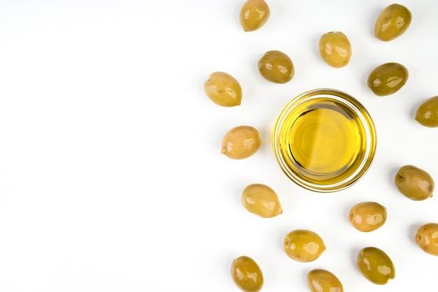 Vista dall'alto olio d'oliva con spazio di copia Foto Gratuite